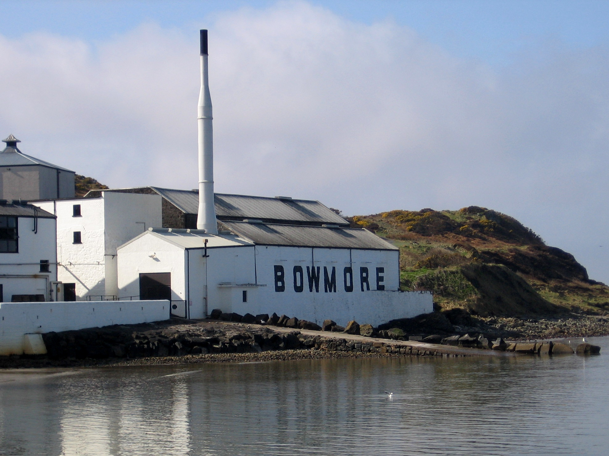 Bowmore distillery outside